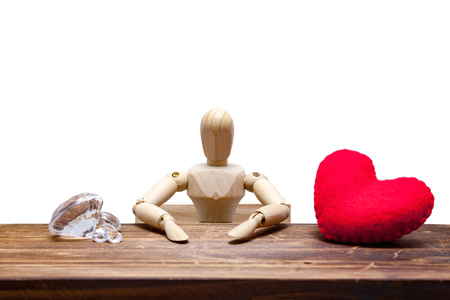wooden dummies choose between diamond or heart, isolated on white background., love concept for valentines day. Stockfoto