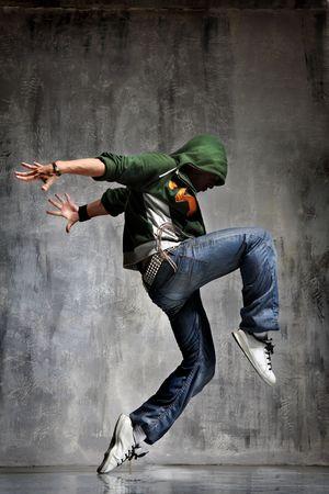boy jumping: la bailarina