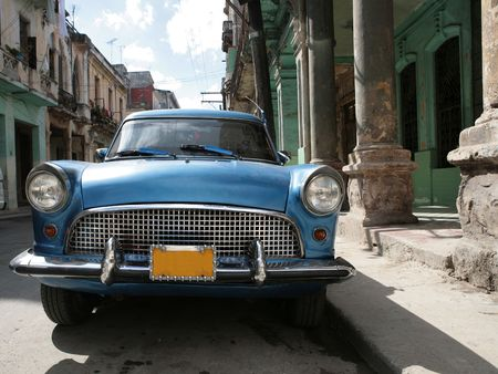 Picture of a old car in Cuba. Havana photo