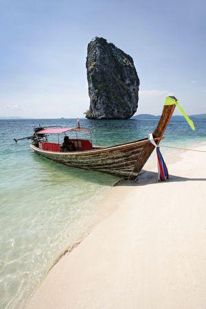krabi: lunga coda barca sul seacost, Krabi, Thailandia