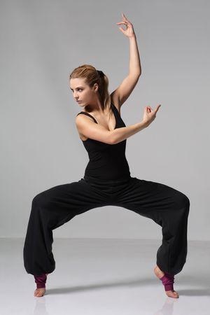 baile moderno: j�venes bailando la danza de jazz moderno