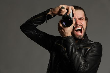 The photographer screaming on model photo