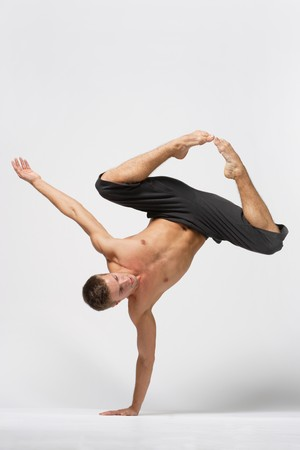 hermosa joven bailarina de ballet moderno posando Foto de archivo