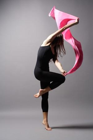 stilvolle und moderne Stil junge Tänzerin stellt