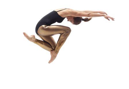 ragazze che ballano: stile moderno ballerina in posa sul fondo studio