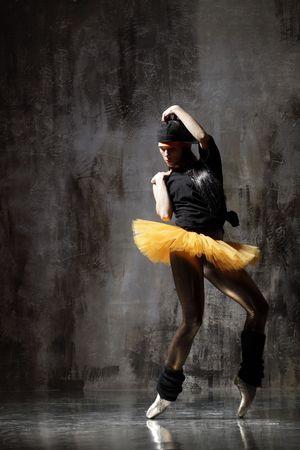 modern style dancer posing on dirty grunge background Stock Photo - 5158736