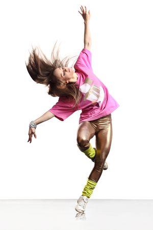 chicas bailando: cool dancer posa delante del fondo blanco