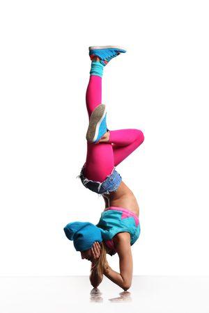 acrobacia: poses de bailarina Cool delante del fondo blanco