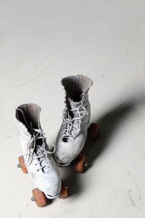 Vieux patins à roulettes rétro vue de face