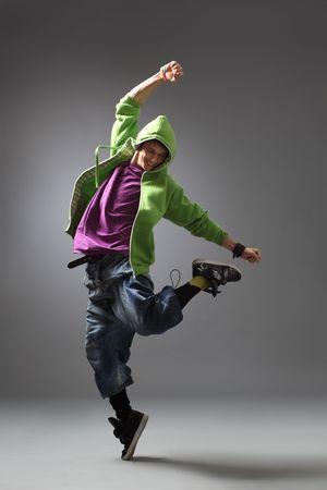 bailarinas: poses de bailar�n moderno delante del fondo gris