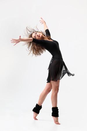 moderne stijl danser poseren op studio achtergrond