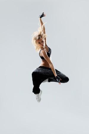 modern Style Dancer posing auf Studio-Hintergrund