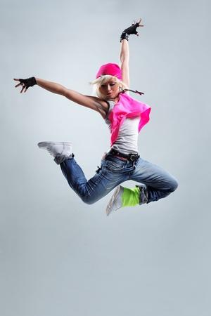 bailar�n: bailar�n de estilo moderno posando sobre fondo de estudio Foto de archivo