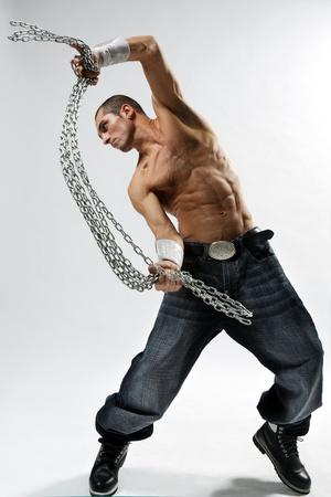 bailarin hombre: bailar�n de estilo moderno, posando en el estudio de antecedentes