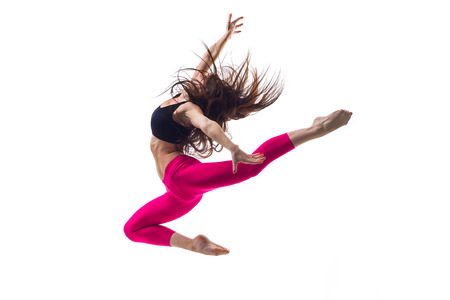 danza moderna: joven y bella bailarina posando en el estudio Foto de archivo