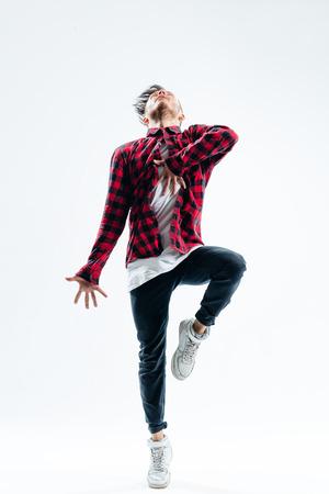 スタジオでポーズをとる若い美しいダンサー 写真素材