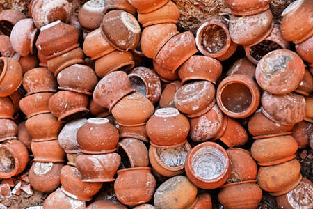 underlying: underlying clay pots