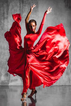 beautiful flamenco dancer posing on a studio background Stockfoto