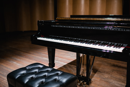 Piano keyboard with glossy black and white keys  Stockfoto