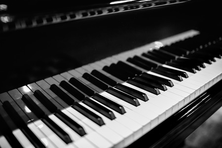Piano keyboard with glossy black and white keys  Imagens