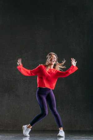 Young beautiful female dancer is posing in the studio Banque d'images