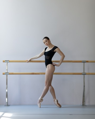 Beuatiful ballerina training in the class Imagens - 105064435