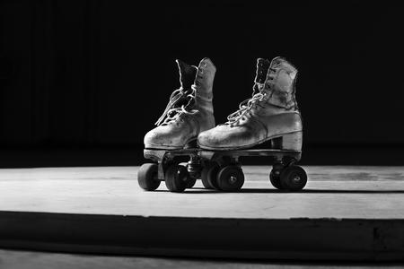 patines en blanco y negro Foto de archivo