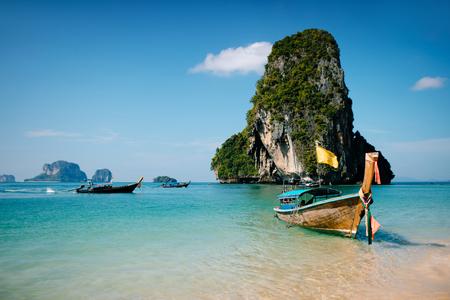 Longue queue. région de Krabi. Thaïlande. Banque d'images