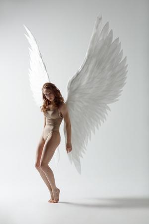 Engel Frau tanzen Standard-Bild