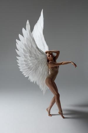 Angel woman posing Фото со стока - 120482981