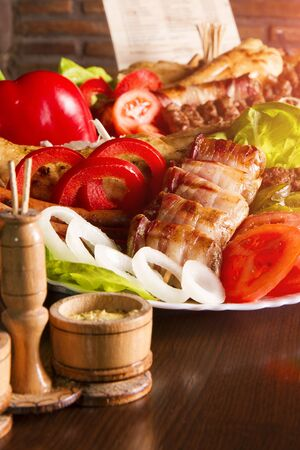 Mouth Watering Gourmet Barbecue on Wooden Table. Banco de Imagens