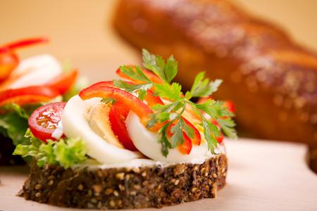 Tasty vegetable sandwich with eggs Banco de Imagens - 43696746
