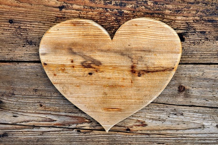 carve: wooden heart