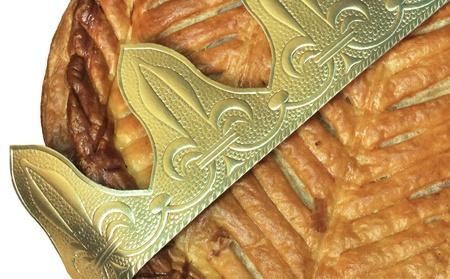 Goldkrone auf einer Galette des Rois Standard-Bild - 11745466