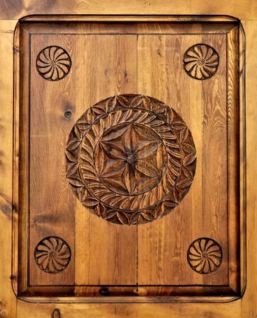 escarapelas: rosettes carved on wooden panel