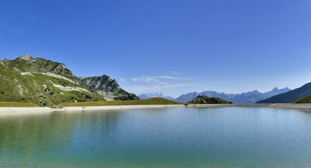view on a beautiful lake in mountain under blue sky in a natural alpine European Park 版權商用圖片