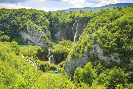 Colorful aerial scenic view on the forest, trees, landscape, blue water lakes and waterfalls of Plitvice lakes, Croatia Banco de Imagens