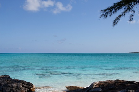 isla del tesoro: vista a la playa famosa en una isla de las Bahamas Foto de archivo