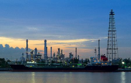 Oil Storage tanks and tanker