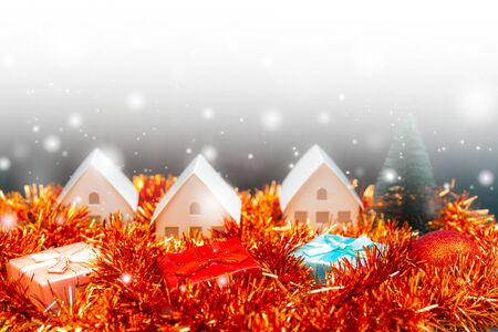Christmas snowfall in small village. Christmas gift boxes. Banco de Imagens