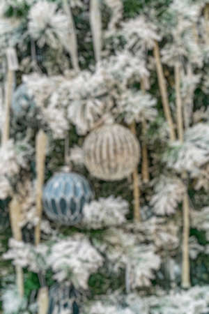 Bright festive Blurred background. A festively decorated Christmas tree. Foto de archivo