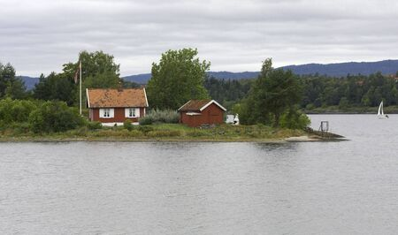 hobby hut: Small cottage on a small island.