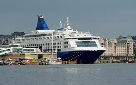 travler: Ferry in harbor