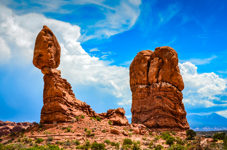 A unique geological history transformed sandstone into unusual red rock formations such as this balancing rock. 版權商用圖片