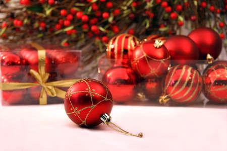 Noël des boules sur une table  Banque d'images