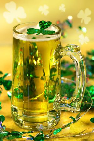 festividades: Jarra de cerveza verde para el D�a de San Patick festividades  Foto de archivo