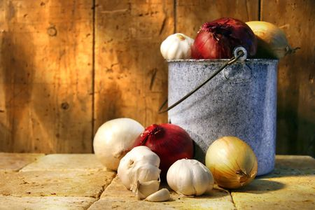 pungent: Assortment of different types onions in an old pot