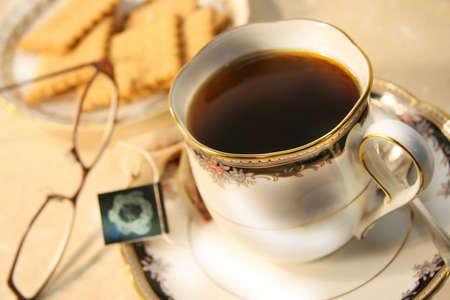 english breakfast tea: Cup of english breakfast tea with cookies for break time