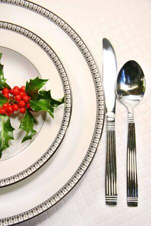 プレート: ヒイラギの小枝を銀の皿の設定
