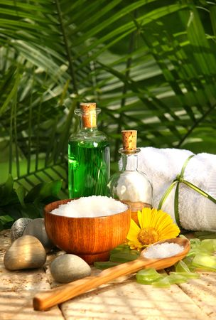 salts: Bath salts and essential oils for a relaxing spa moment